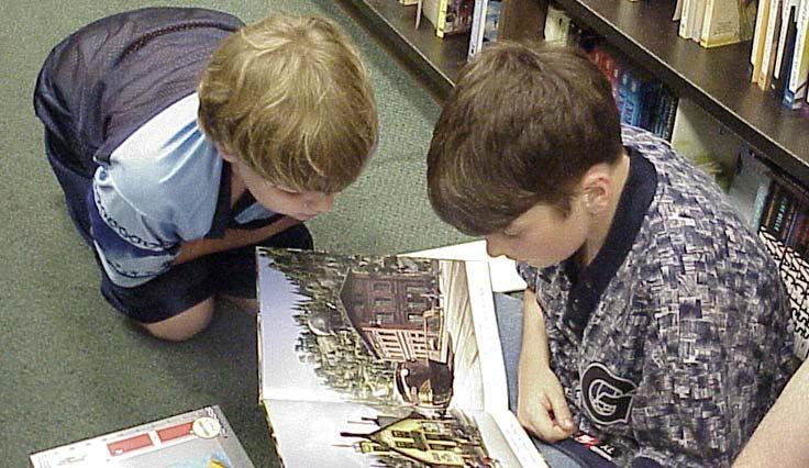 Trocas podem também incentivar conversas entre as crianças, além de ensina-las a compartilharem as coisas