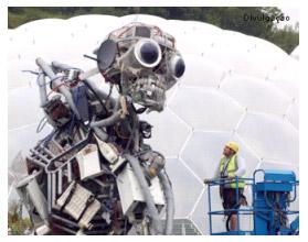 escultura feita de lixo eletrônico
