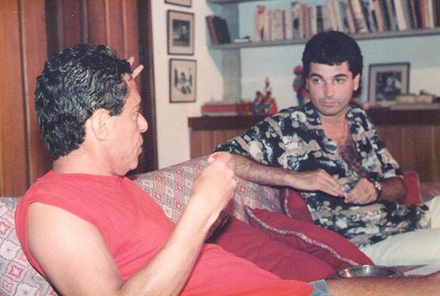 Paulo Cesar de Araújo e Chico Buarque juntos durante entrevista
